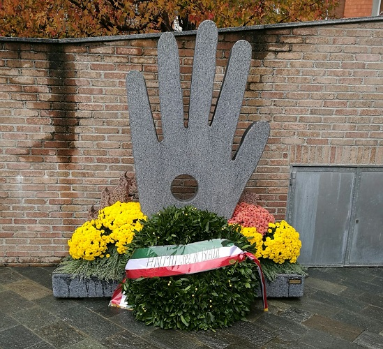 la corona al monumento vittime del lavoro